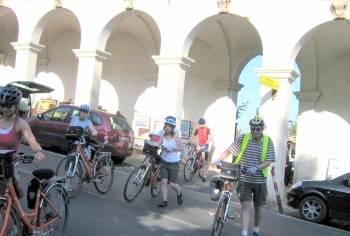 Bicycle touring clothing